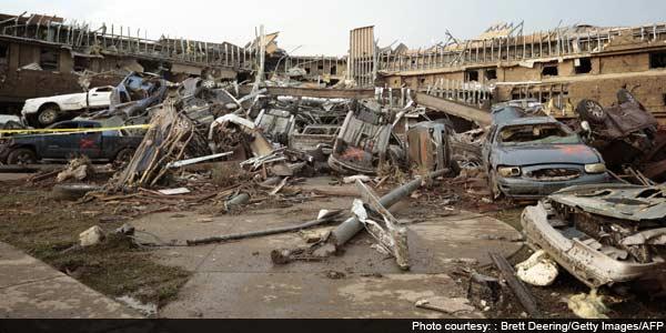 Vast Oklahoma tornado kills at least 91