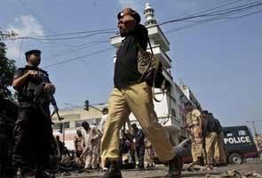 Pakistan car bomb blast kills 15 people during British PM David Cameron's visit