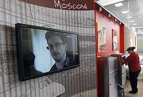 Edward Snowden submits asylum request to Russia
