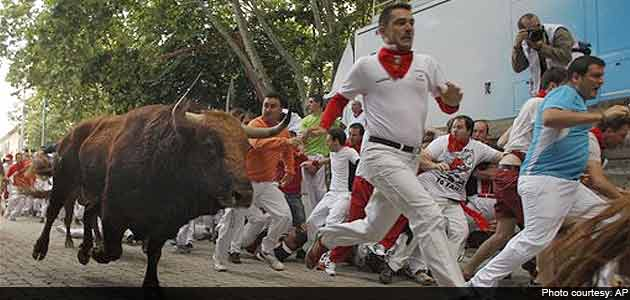 Spain S Pamplona Bull Run Ends In Stampede Several People