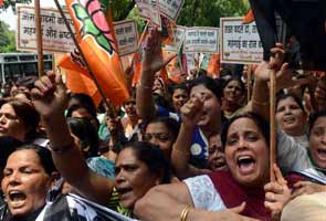 BJP's women activists protest against price rise outside Congress office in Delhi