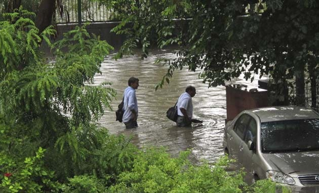 Rain disrupts Delhi, causes massive jams, water-logging