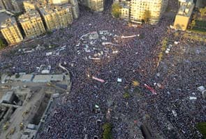 Egypt warns sit-ins as weekend death toll climbs