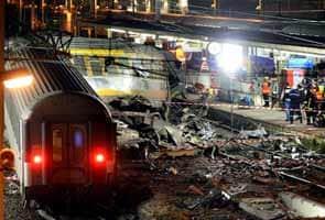 Six killed, many injured, after train derails near Paris