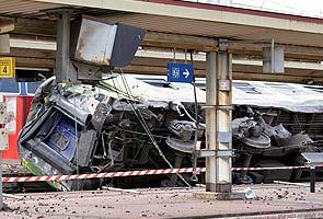 Train derails near Paris, at least seven people killed