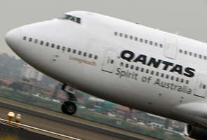 Smoke in Qantas cockpit, pilots hospitalised