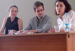 Edward Snowden could stay if he stops harming US, says Russia