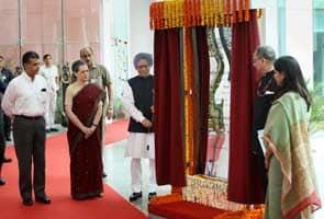 PM, Sonia Gandhi inaugurate communication hub in New Delhi