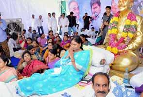 Jagan Mohan Reddy's mother Vijayamma continues hunger strike in hospital