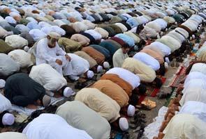 Muslims celebrate Eid across the world amid bomb blasts, threat of violence