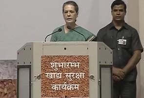 Sonia Gandhi rolls out food security scheme in Delhi
