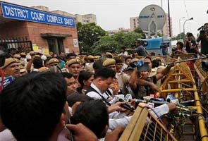 Delhi gang-rape: convict's mother fainted after hearing his sentence