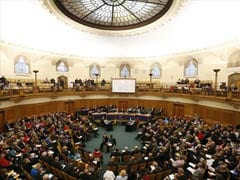 Church of England paves way for women bishops in 2014