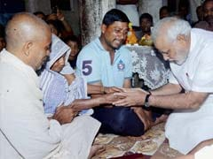 Narendra Modi meets Patna blast victims' families; Nitish Kumar's party calls it a political gimmick