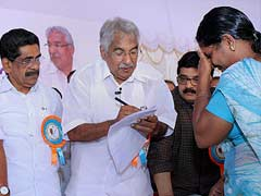 Oommen Chandy's mass contact programme begins in Kerala's Thrissur