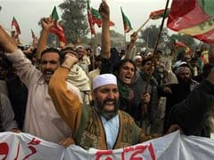 Pakistani drone protesters block NATO supply route