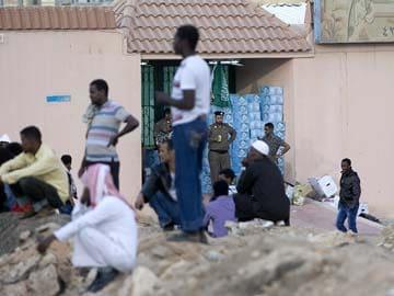 Saudi Arabia migrant crackdown closes shops, raises fears