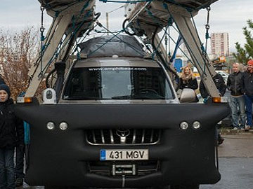 Amphibious car leaves Estonia on land and water trip around the globe