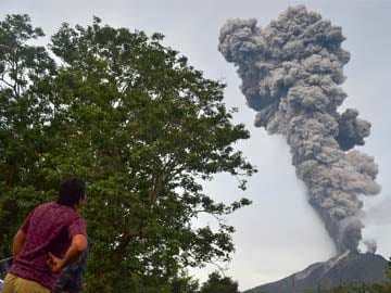 Thousands flee as Indonesia volcano erupts eight times