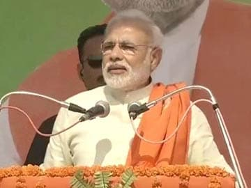 Better to be tea-seller than sell out the nation: Narendra Modi