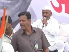 Once again, Anna Hazare and AAP are split wide open