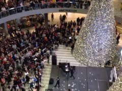 Watch: Man tosses 1000 dollar bills into crowd at mall in US