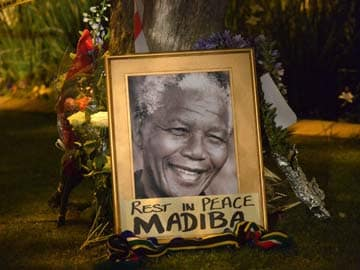 Pranab Mukherjee, Sonia Gandhi leave for Nelson Mandela memorial service