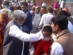 Akhilesh minister caught slapping a person on camera