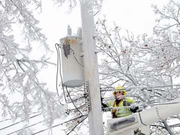 Ice storm leaves 500,000 without power in US, Canada; 24 dead
