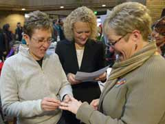 Utah gay couples rush to wed amid legal wrangling