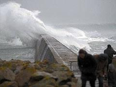 Winter storm delays flights, kills 5 in UK, France