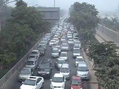 Protesting farmers block road, massive jam at Delhi-Noida border
