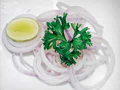 Mumbai: Man asks waiters of restaurant for onions, gets a black eye