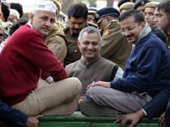 AAP leaders shout at cops, allege supporters are being detained, beaten up