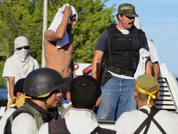Mexican vigilantes seize new town from drug cartel