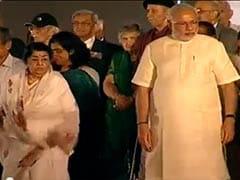 Watch: Narendra Modi shares stage with Lata Mangeshkar in Mumbai