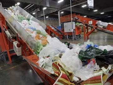 Indian scientists turn plastic bags into car fuel