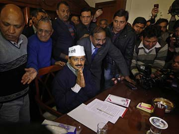 Arvind Kejriwal's new idea: Abandoned buses as night shelters for the homeless in Delhi
