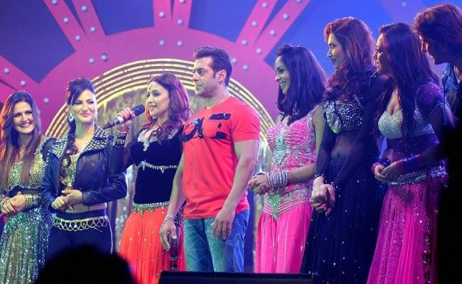 After heavy criticism for his Saifai Bollywood night, Akhilesh Yadav decides to skip 'Dedh Ishqiya' premiere
