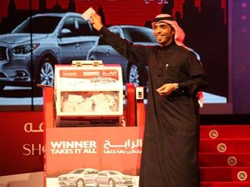 Indian tailor wins luxury cars, 100,000 dirhams in Dubai