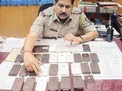 Mumbai: Rajdhani attendant, aide caught with 36 stolen iPhones