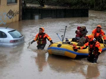 Italy hit by flooding, snow, windstorms