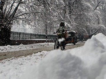 Kashmir Valley and Ladakh region receive fresh snowfall