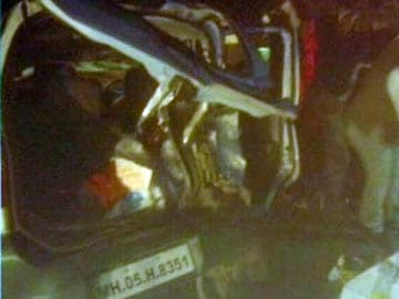 10 dead, 35 injured as bus falls into ditch on Pune-Satara highway