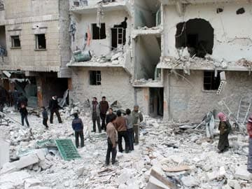 Syrian forces kill 83 in barrel bomb attacks in Aleppo