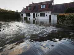 Swamped UK villagers summon wartime spirit as Thames floods