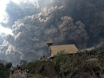 Search on for survivors of Indonesia volcano eruption