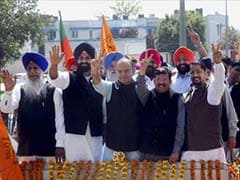 Arun Jaitley campaigns in Amritsar. No Sidhu in sight.