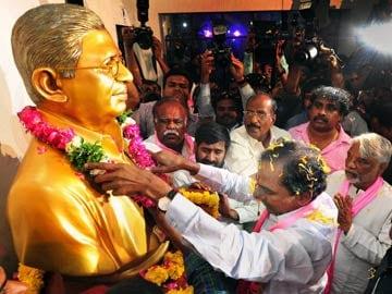 Telangana Bill signed by President, Andhra Pradesh now under President's Rule