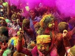 Happy Holi 2017: इस बार दीवारों पर बाहरी रंग टिकने ना दें...